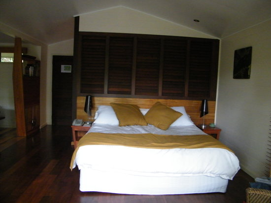 Silky Oaks Lodge: bedroom - bed