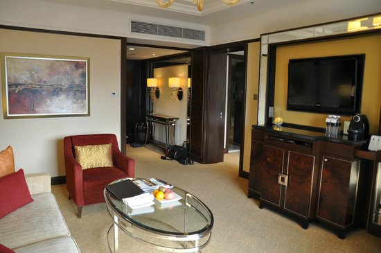 Shangri-La Hotel Kuala Lumpur : living area, 27th floor 