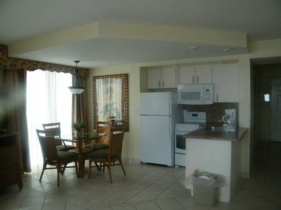 Royal Floridian Resort: Kitchenette and dinning table