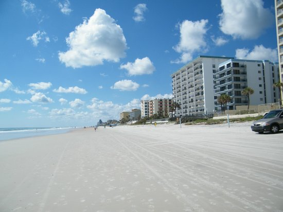 Royal Floridian Resort: looking down the beach to Daytona