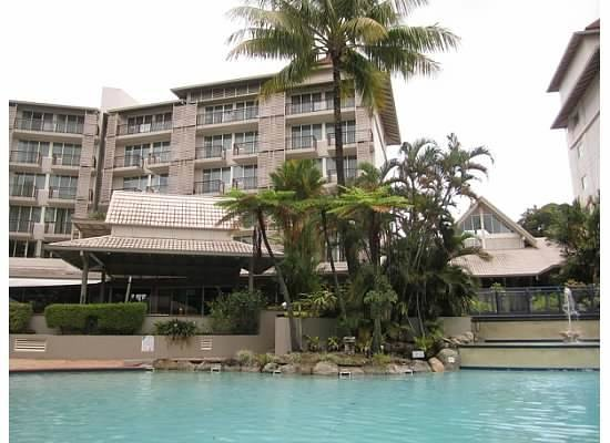 Novotel Cairns Oasis Resort: Best internet reception was by the pool