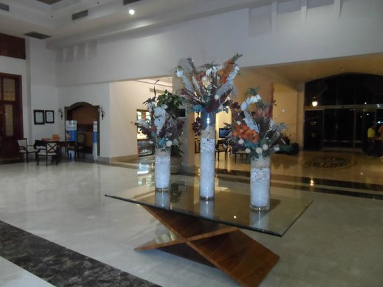 Tropicana Sea Beach: HOTEL LOBBY
