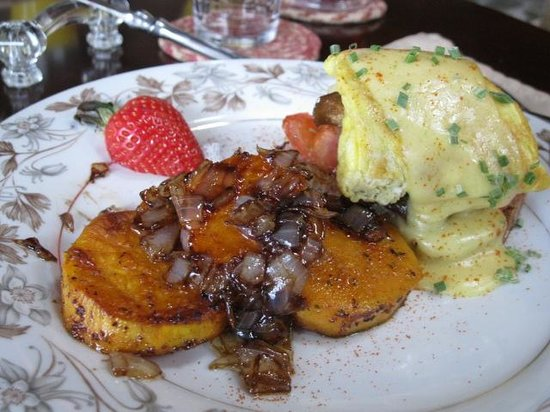 The Chalet of Canandaigua: Eggs benedict