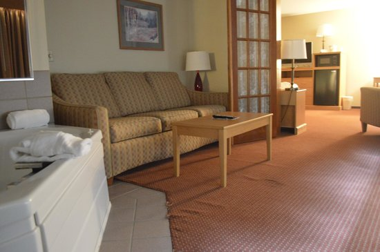 AmericInn Lodge &amp; Suites Baxter: Grand Suite Whirlpool