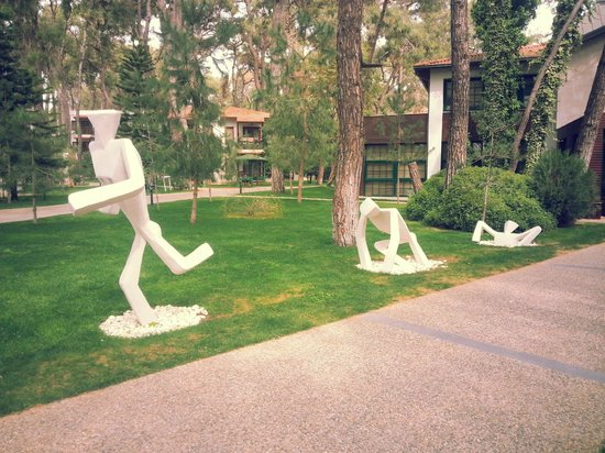Club Voyage Sorgun: Fun sculptures.