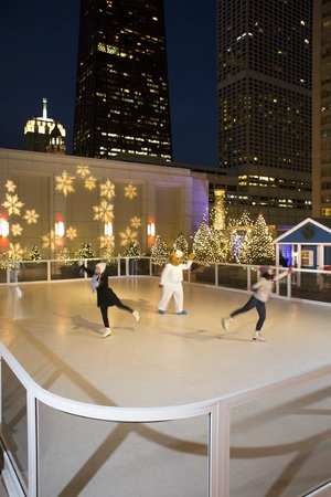 The Peninsula Chicago: Winter Activities - The Peninsula Skating Rink