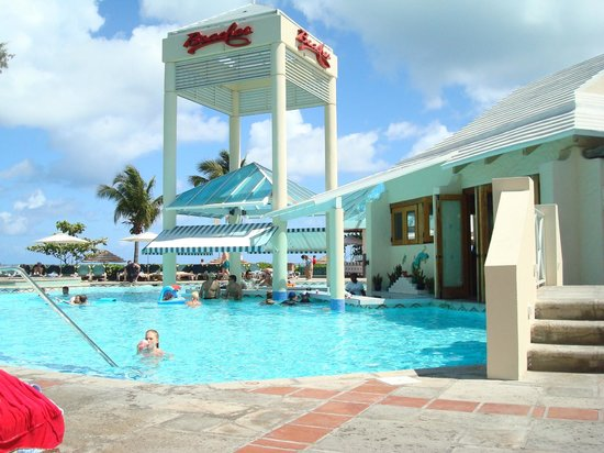 Beaches Turks & Caicos: Swim up bar