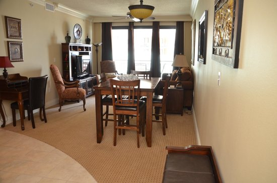 Emerald Grande Harbor Walk Village: Dining/living space with pull-out queen bed