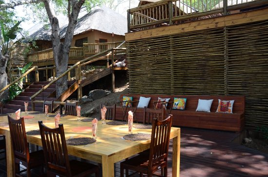 Naledi Bushcamp and Enkoveni Camp: The layout of breakfast, lunch and dinner dining area