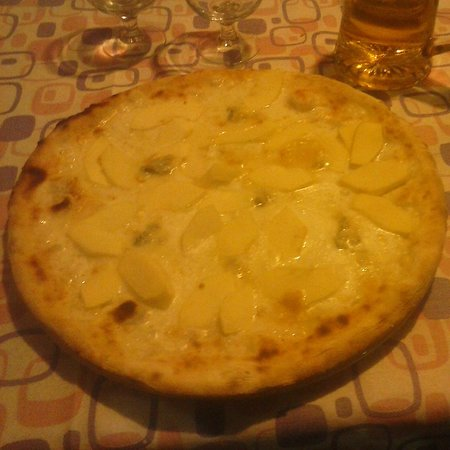 Tirrenia, Italy: Pizza mele e gorgonzola