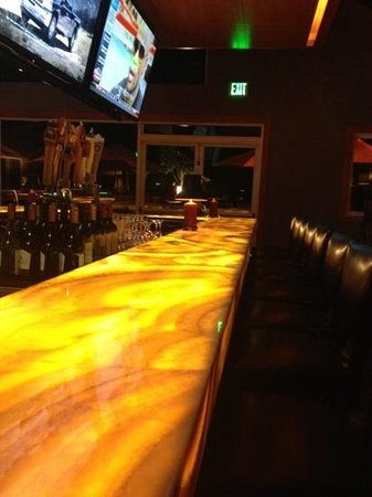 Lynden, WA: beautiful glowing bar