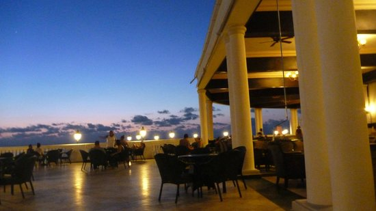 Grand Palladium Jamaica Resort & Spa: Infinity Bar
