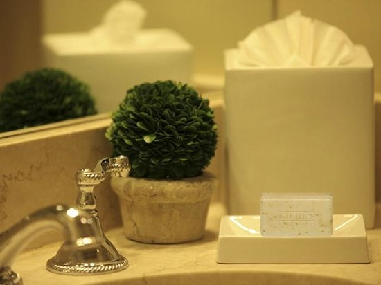 The Lenox Hotel: Kiehl's Amenities