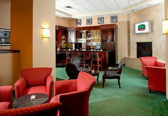 Courtyard by Marriott Columbus Downtown: Fireside Cocktail Lounge
