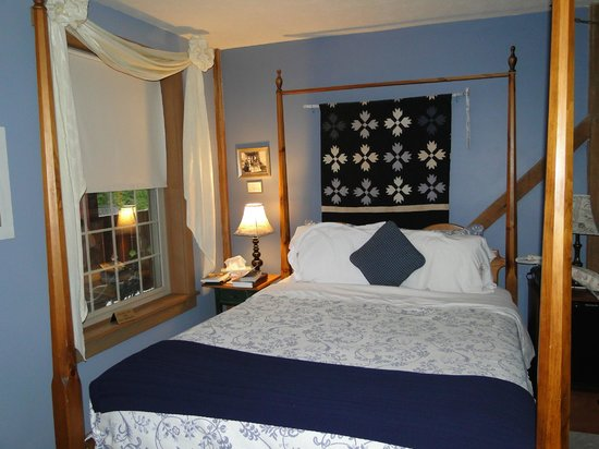 The Barn Inn Bed and Breakfast: Blue Harvest Room at the Barn Inn