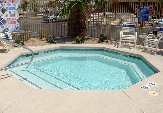 Fairfield Inn &amp; Suites Las Vegas South: Outdoor Whirlpool