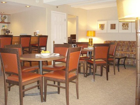 DoubleTree by Hilton Oak Ridge - Knoxville: Executive Lounge