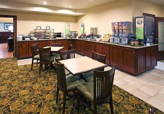 Country Inn &amp; Suites - Des Moines West: CountryInn&amp;Suites DesMoines BreakfastRoom