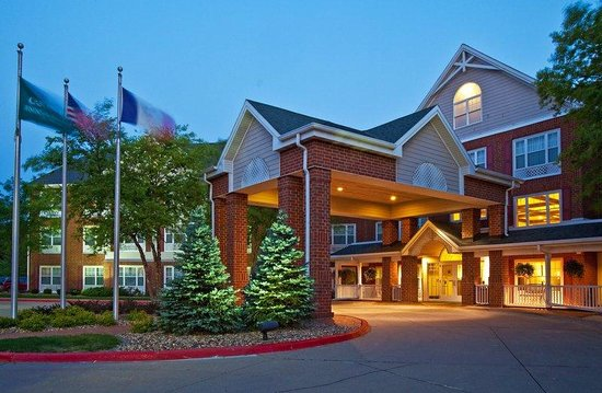 Country Inn &amp; Suites - Des Moines West: CountryInn&amp;Suites DesMoines ExteriorNight