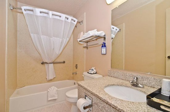 BEST WESTERN Bidarka Inn: Guest Bathroom