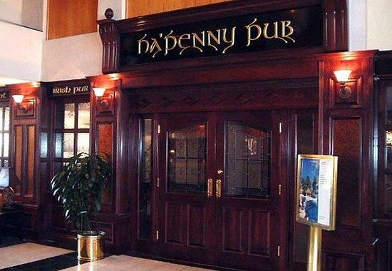 Detroit Metro Airport Marriott: Ha'Penny Pub Entrance