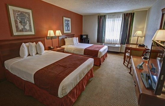 Chapmanville, WV: Spacious Guest Room with Two Full XL Beds