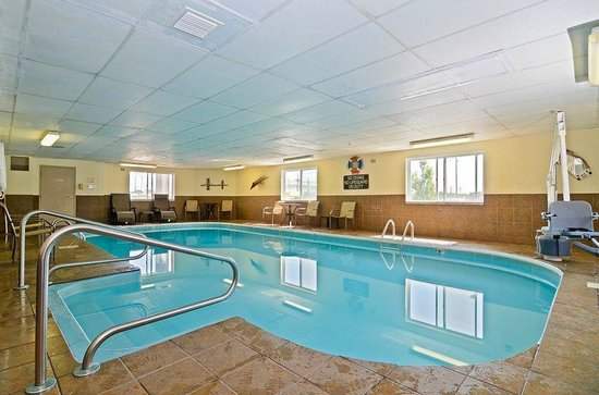 Elyria, OH: Indoor Pool