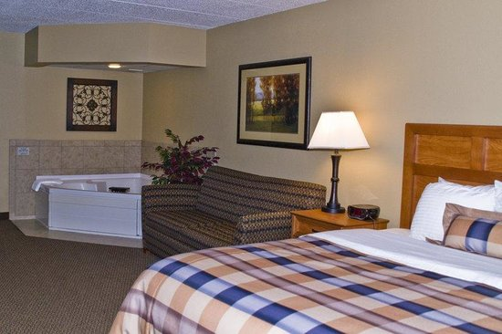 Eagle River, WI: Whirlpool Suite
