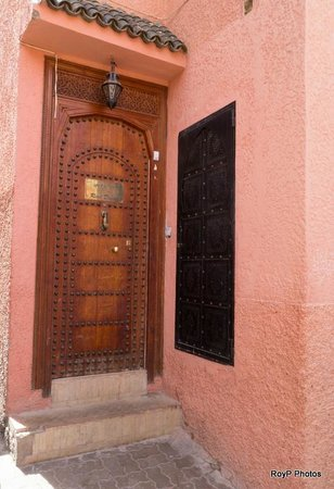 Riad Dubai: Front entrance
