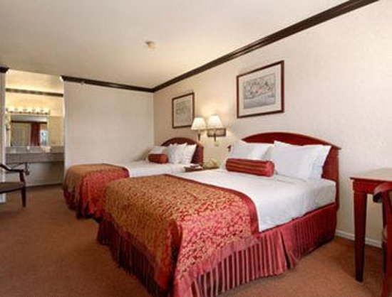 Ramada Inn of Pasadena : Two Queen Bed Room
