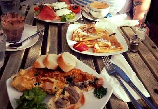 Peregian Beach, Australia: lovely breakfast my partner and I thoroughly enjoyed