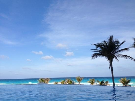 Live Aqua Cancun All Inclusive: awesome view from the pool