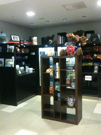 Courtyard by Marriott Stockholm: Souvenir & Snack Kiosk
