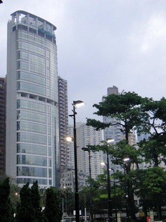 Metropark Hotel Causeway Bay Hong Kong: Hotel seen from Victoria Park