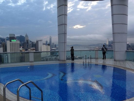 Metropark Hotel Causeway Bay Hong Kong: Pool on the roof