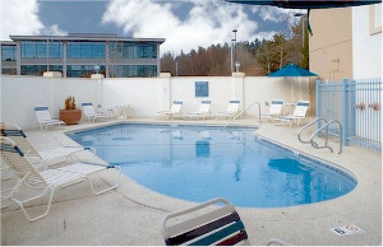 La Quinta Inn & Suites Seattle Bellevue / Kirkland: Pool