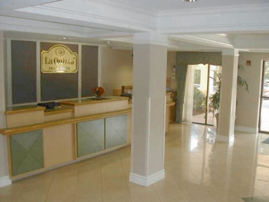 La Quinta Inn & Suites Seattle Bellevue / Kirkland: Front Desk