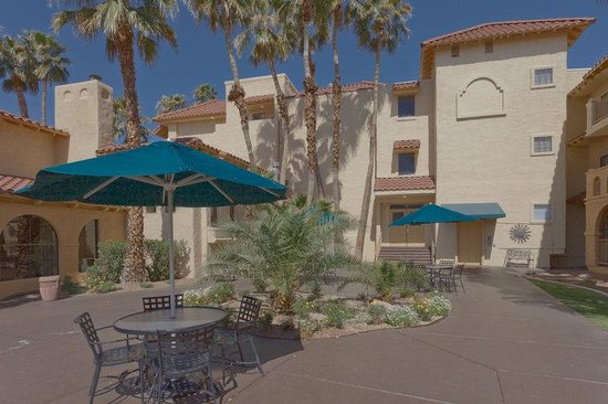 La Quinta Inn &amp; Suites Las Vegas Airport N Conv.: Exterior Courtyard