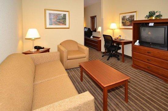 BEST WESTERN Lebanon Valley Inn & Suites: Suite Living Area