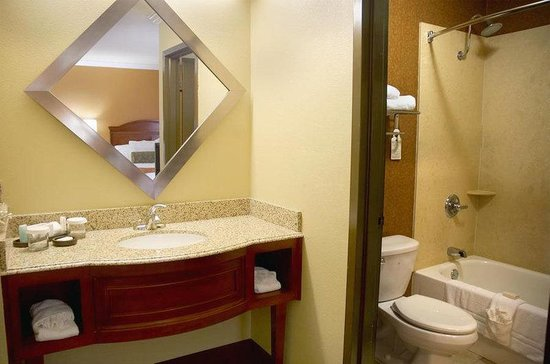 BEST WESTERN PREMIER Governors Suites: Guest Bathroom
