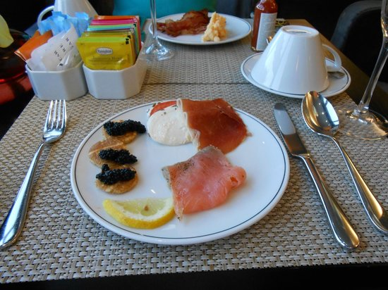 Sheraton Lisboa Hotel &amp; Spa: Caviar Service Club Lounge Breakfast