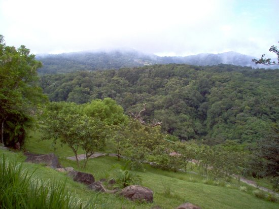 Rainbow Valley Lodge: View to Mountains