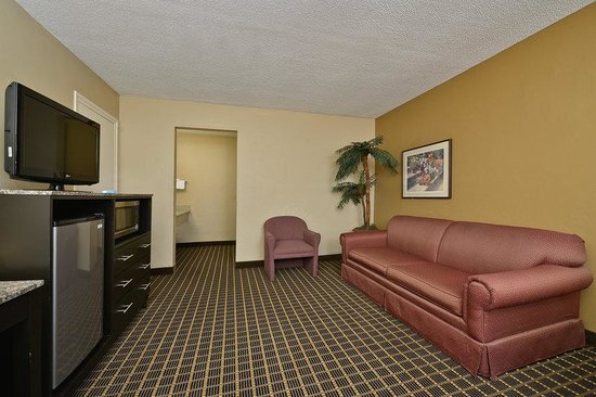  , : Deluxe guest suite with one king bed