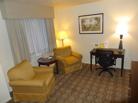 BEST WESTERN PLUS Seacliff Inn: Family Suite- 3 Queens Beds, Non-Smoking