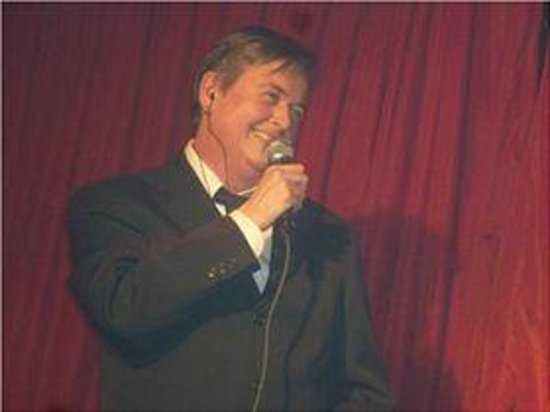 Haywards Heath, UK: Brighton vocalist Ronnie Rialto