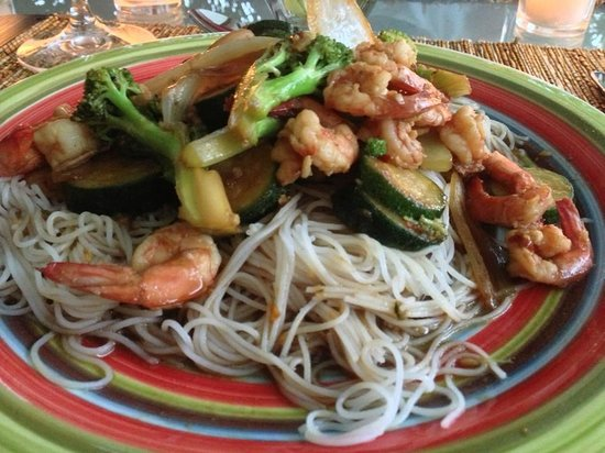 Coconut Lodge: Hyper-fresh shrimp and vegetables pasta dish (rice pasta for gluten-free diet)