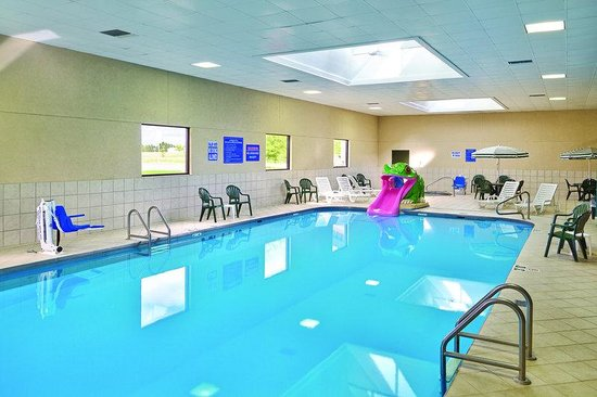 Watertown, Dakota del Sud: Pool with Lifts