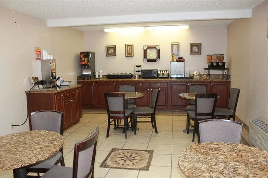 Plainview, TX: Breakfast Area
