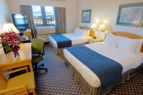 BEST WESTERN PLUS Carlton Plaza Hotel: 2 Queen beds,  limited wheelchair accessibility