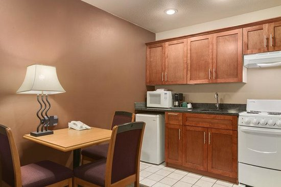 Poco Inn & Suites Hotel: Kitchen Suite